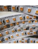 Extra Warmweißer LED-Streifen 2400K