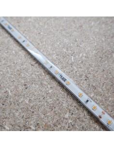 Warmweißer LED Streifen IP68