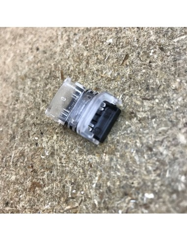 Strip to strip connector for high density 10mm IP00 single colour LED strips